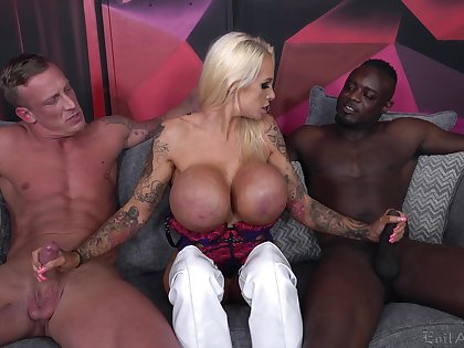 Cougar slut deals two monster dicks in a wild threesome