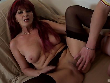 Busty mature feels endless cock sting her pussy big time