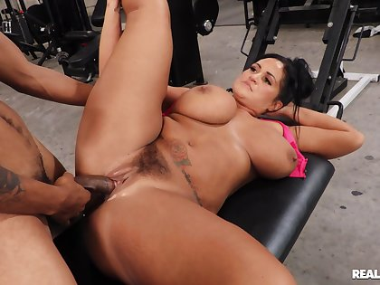 Chubby whore with giant tits, first time interracial fucked in advance gym