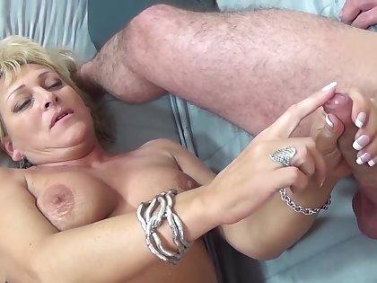 chubby mama threesome fist fucked