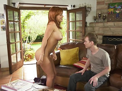 Fit thick MILF Krissy Lynn fucks some yo-yo and makes him lick her cunt
