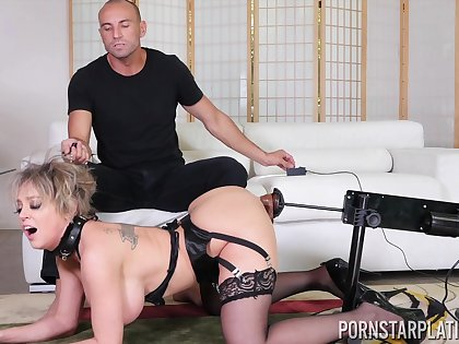 Fucking machinery warming Dee about in advance fucking and that MILF is so wild
