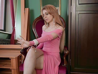 Mature complain Karolina is masturbating stretched pussy with fingers