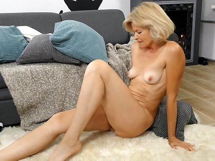 Naughty grown up Diana Gold fingers her queasy pussy and loves it