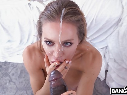 Closeup video of horny pornstar Nicole Aniston riding a frowning dick