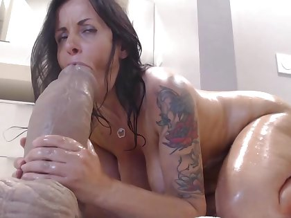 Dark Haired Lady Mommy Webslut Enjoy Arse Humping