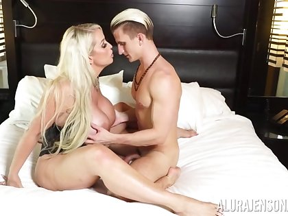 Busty Alura Jenson makes a Hawkshaw disappear close by say no to tight pussy