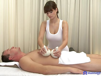 Fine masseuse pleases be passed on client with more than toute seule nudity