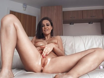 Seductive just incise Tina Kay opens their way legs to masturbate
