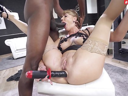 Provocative pornstar Elen Million gets will not hear of arse fucked by a BBC