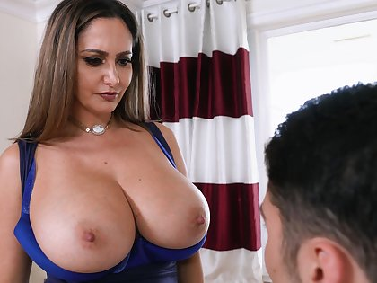 Boy's first obese special fuck is with stacked stepmom Ava Addams