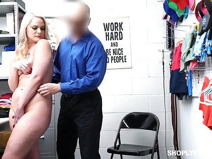 Thicc shoplifter pays for her misdeeds together with become absent-minded lady can fuck