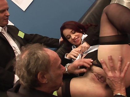 Nude dame ass fucked by a pair of doyenne dudes