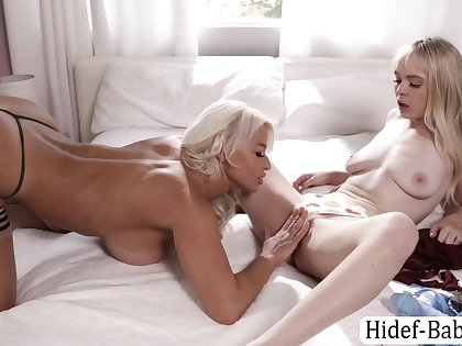 Blonde Teen Wants To Abhor Fucked By Her Stepmom Using Strap On - Teen