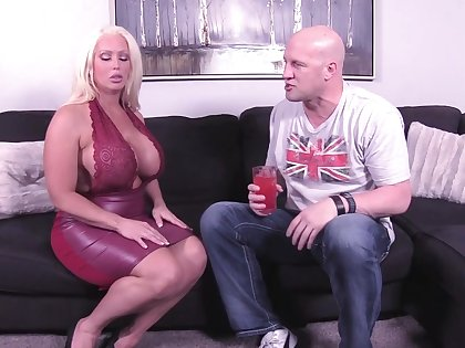 Chunky tits spliced Alura Jenson spreads her legs to be fucked in missionary